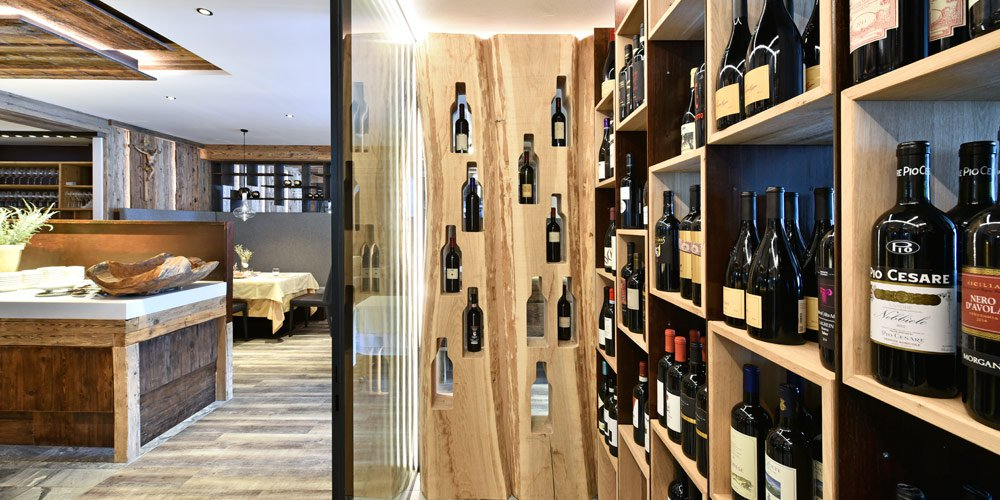 These advantages are provided by a wine cabinet