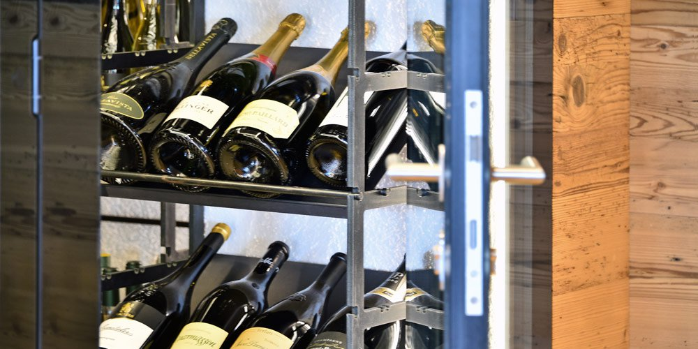 You have the choice: one temperature or multiple climate wine cabinet?